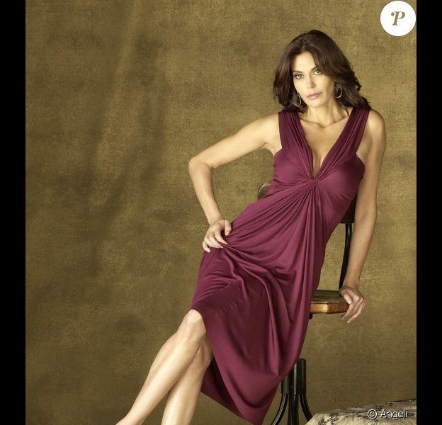 Teri Hatcher va apparaître en guest dans la 10e et dernière saison de la série Smallville. Elle interprétera le rôle de la mère de Lois Lane.