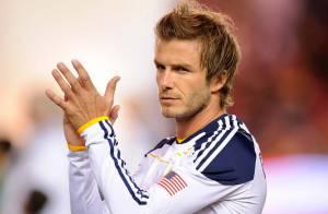 David Beckham accusé d'adultère : Regardez-le s'en prendre à un fan !