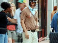 Mais qui est ce beau gosse qui se transforme en Batman en pleine rue ?