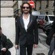 Frédéric Beigbeder arrive au défilé John Galliano collection pret à porter printemps été 2011 à Paris lors de la Fashion Week le 3 octobre 2010