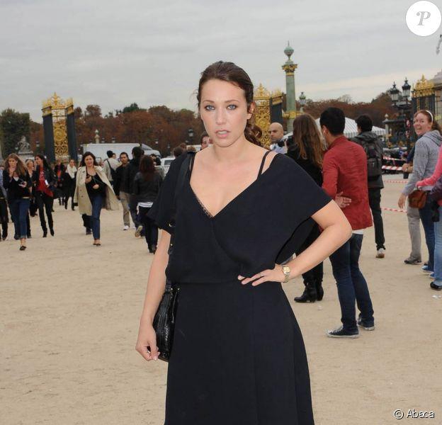 Laura Smet se rendant au défilé Chloé à Paris, le 4 octobre 2010