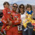 Juan Pablo Montoya et sa femme Connie, avec leurs enfants Sebastian et Paulina