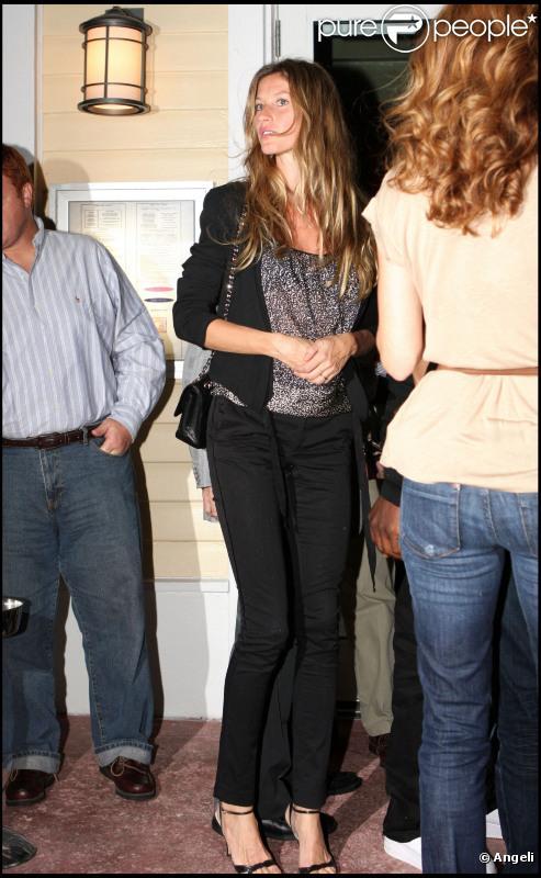 Gisele Bündchen et Tom Brady s'offrent un dîner à Miami, en Floride. 05/10/2010