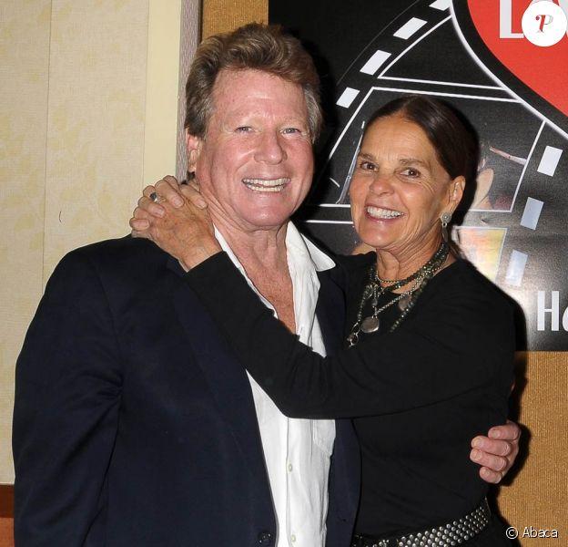 Ryan O'Neal et Ali McGraw réunis à l'occasion d'une projection de Love Story, dans le cadre du Hollywood Show 2010, à Burbank, en Californie, le 9 octobre 2010.