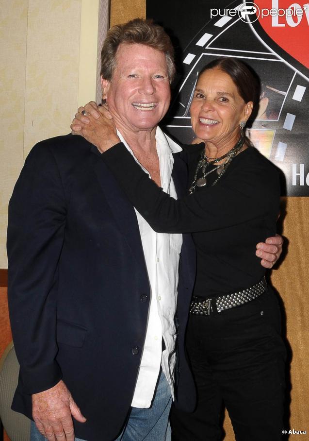 Ryan O'Neal et Ali McGraw réunis à l'occasion d'une projection de  Love Story , dans le cadre du Hollywood Show 2010, à Burbank, en Californie, le 9 octobre 2010.