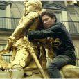 Raphaël, après Terminal 2B et Bar de l'Hôtel, a dévoilé un troisième single extrait de l'album Pacific 231 : Le Patriote. Samuel Benchetrit en a réalisé un clip dans Paris, filmant le chanteur sur la statue équestre de Jeanne d'Arc.