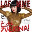 Katy Perry est en couverture du magazine espagnol La Femme, daté du mois de novembre 2010.