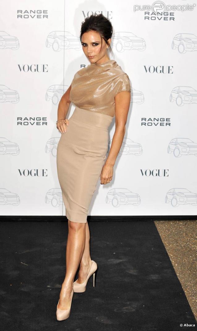 Victoria Beckham  Ses robes s\u0027affichent sur toutes les stars Un pur  succès !