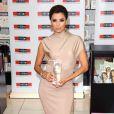 Eva Longoria en promo, mise elle aussi sur les créations Victoria Beckham