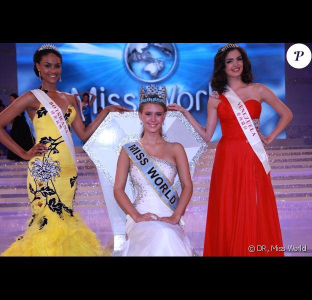 Miss World 2010, Alexandria Mills (Miss USA) entourée de ses dauphines Miss Botswana (2ème) et Miss Venezuela (3ème)