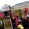 Jane Birkin lors du rassemblement le jour de la libération de l'opposante à la junte birmane Aung San Suu Kyi sur le parvis de l'Hôtel de Ville à Paris le 13 novembre 2010