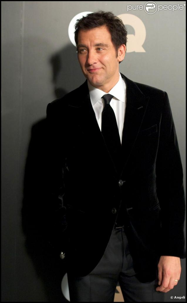 clive owen en tenue de gala pour une c r monie particuli re purepeople. Black Bedroom Furniture Sets. Home Design Ideas