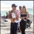 Lance Armstrong, sa compagne Anna Hansen et leurs deux petits anges Max et Olivia Marie profitent des plaisirs de Miami, le 30 novembre 2010.