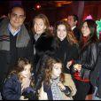 Laurent Fontaine entouré de sa belle famille lors de la soirée Sapins de Noël des créateurs à l'Espace Vendôme à Paris le 1er décembre 2010