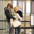 Britney Spears et Jason Trawick sont à l'aéroport de Louisiane, dimanche 28 novembre, pour rentrer à Los Angeles après leur séjour en famille pour Thanksgiving.