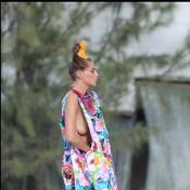 Daria Werbowy : Après les poses glamour et sexy, le top s'amuse sur sa planche !