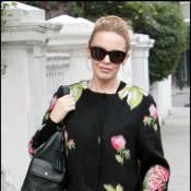 Quand Kylie Minogue confond manteau et bouquet de fleurs...