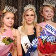 Election de mini-Miss France 2011 : Oceane Scharre est la grande gagnante, ici avec sa dauphine et... Caroline Boutier de Dilemme ! (19 décembre 2010 à Paris)