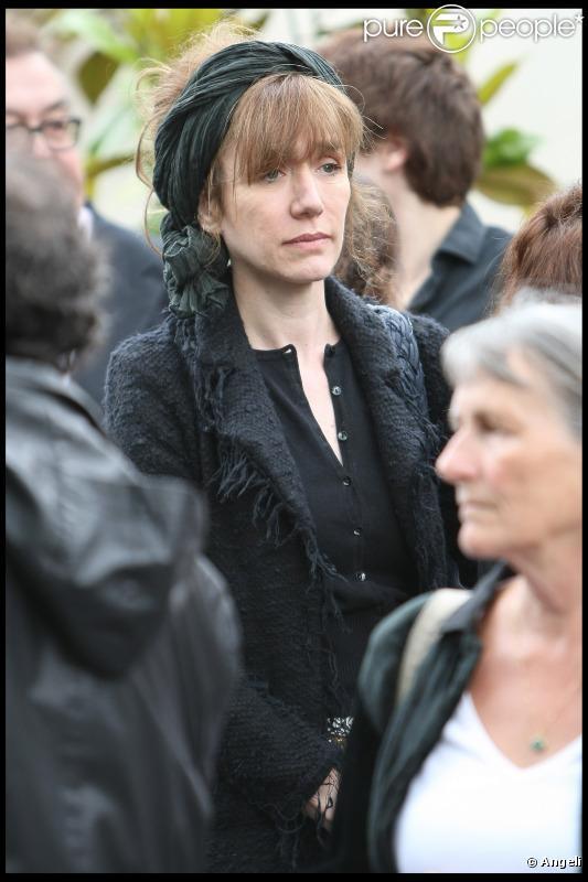 Virginie Lemoine aux obsèques de Ginette Garcin, en juin 2010