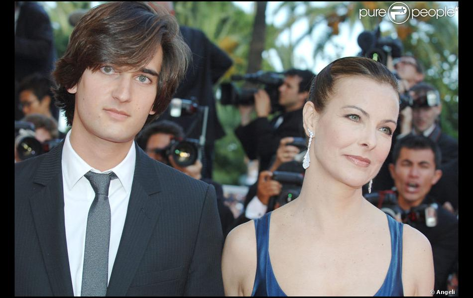 carole bouquet a mari son fils dimitri rassam le 24 juillet 2010 masha purepeople. Black Bedroom Furniture Sets. Home Design Ideas