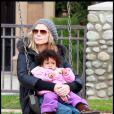 Heidi Klum, Seal et leurs enfants dans un parc de Beverly Hills le 26 décembre 2010 : Heidi Klum et l'adorable petite Lou, 1 an et trois mois