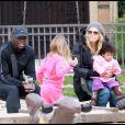 Heidi Klum, Seal et leurs enfants dans un parc de Beverly Hills le 26 décembre 2010