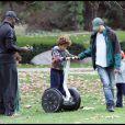 Heidi Klum, Seal et leurs enfants dans un parc de Beverly Hills le 26 décembre 2010 : Seal et Henry, 5 ans