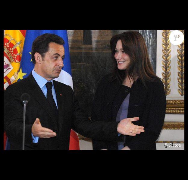 Nicolas Sarkozy n'est pas vraiment à son avantage dans un studio d'enregistrement...