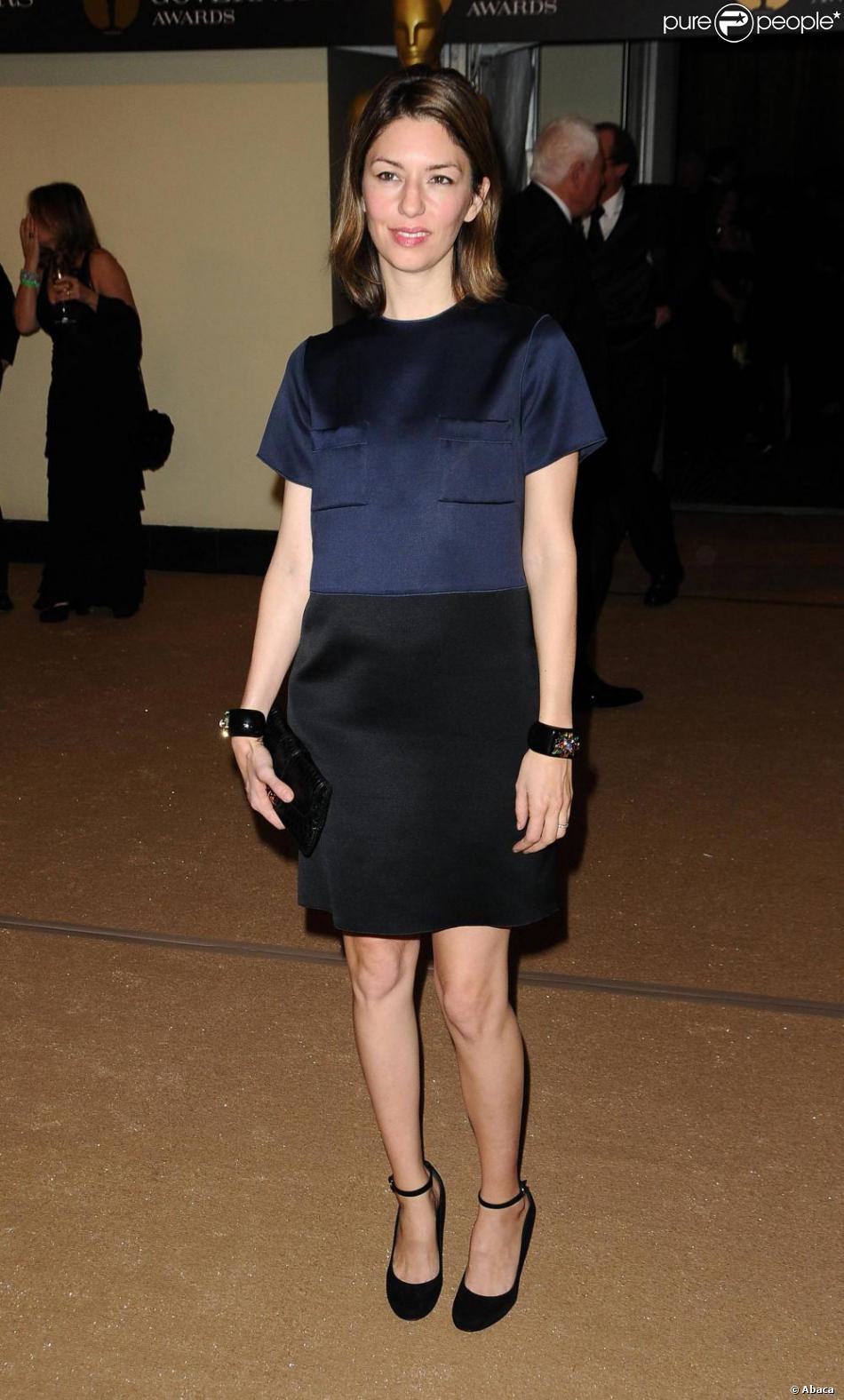 a9478285f79 Comment twister une robe simple   En choisissant un modèle bicolore comme  Sofia à Los Angeles