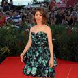 La réalisatrice revit ses années lycées avec cette robe Louis Vuitton façon bal de promo à Venise, le 11 septembre 2010.