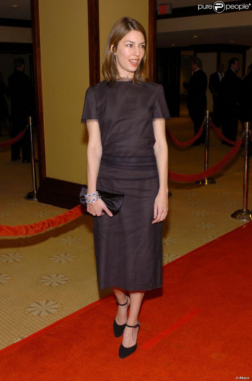 65f49b2c8bc Sofia Coppola illumine sa robe stricte avec un sourire craquant à Los  Angeles