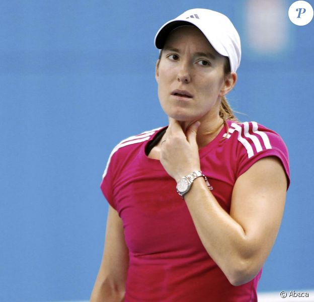 Justine Hénin, éliminée au 3e tour à l'Open d'Australie 2011 et toujours en délicatesse avec son coude, a annoncé le 26 janvier sa retraite. Pour de bon, cette fois.