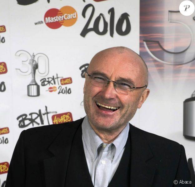 Phil Collins, 60 ans, l'affirme : il est très heureux et n'a même jamais été dépressif. Ses propos assez francs sur le suicide n'étaient que... de l'humour anglais.