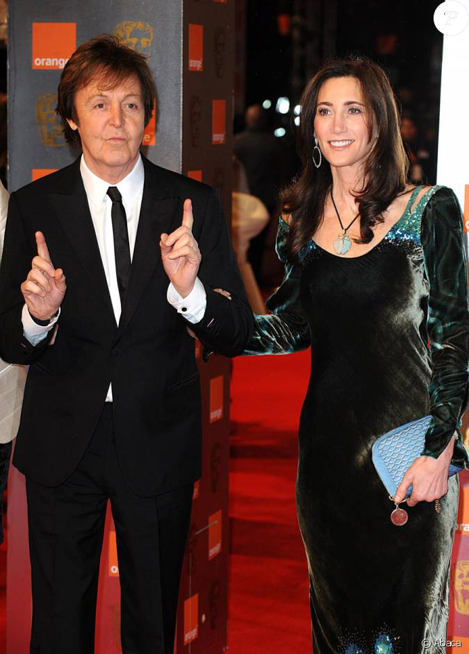paul mccartney et sa compagne nancy shevell lors de la c r monie des bafta londres le 13. Black Bedroom Furniture Sets. Home Design Ideas