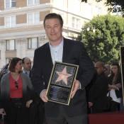 Alec Baldwin brandit son étoile... qui le rapproche de son ex Kim Basinger !