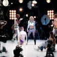 Britney Spears dans son clip  Hold it against me .