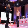 Stéphanie Renouvin et Michaël Youn s'offrent un medley rap dans son émission  Certains l'aiment show , décembre 2010