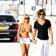Shauna Sand et son mari Laurent vont encore à la plage à Miami, le 24 février 2011
