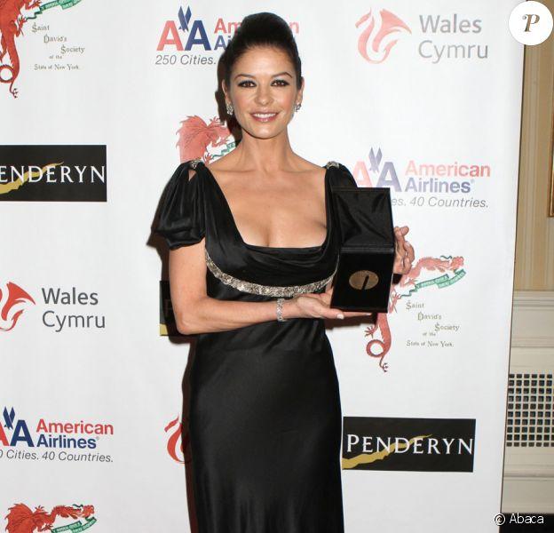 Catherine Zeta-Jones reçoit un prix honorifique par la Welsh Society de New York le 4 mars 2011