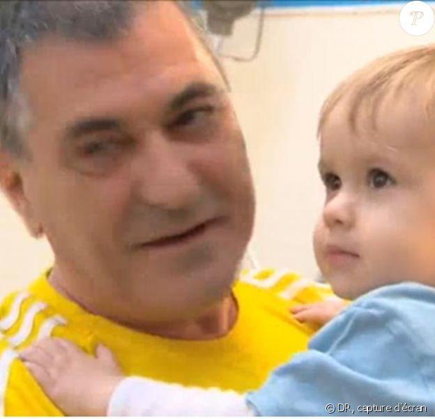 Jean-Marie Bigard est ravi : son ex-femme Claudia est venue lui rendre visite avec le petit Sasha, bientôt 2 ans.