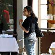 America Ferrera et un inconnu déjeunent à Beverly Hills