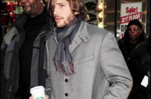 Ashton Kutcher : En pyjama et look atroce pour les beaux yeux d'une femme !