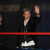 Johnny Hallyday acclamé par ses fans, devant sa Laeticia blond platine !