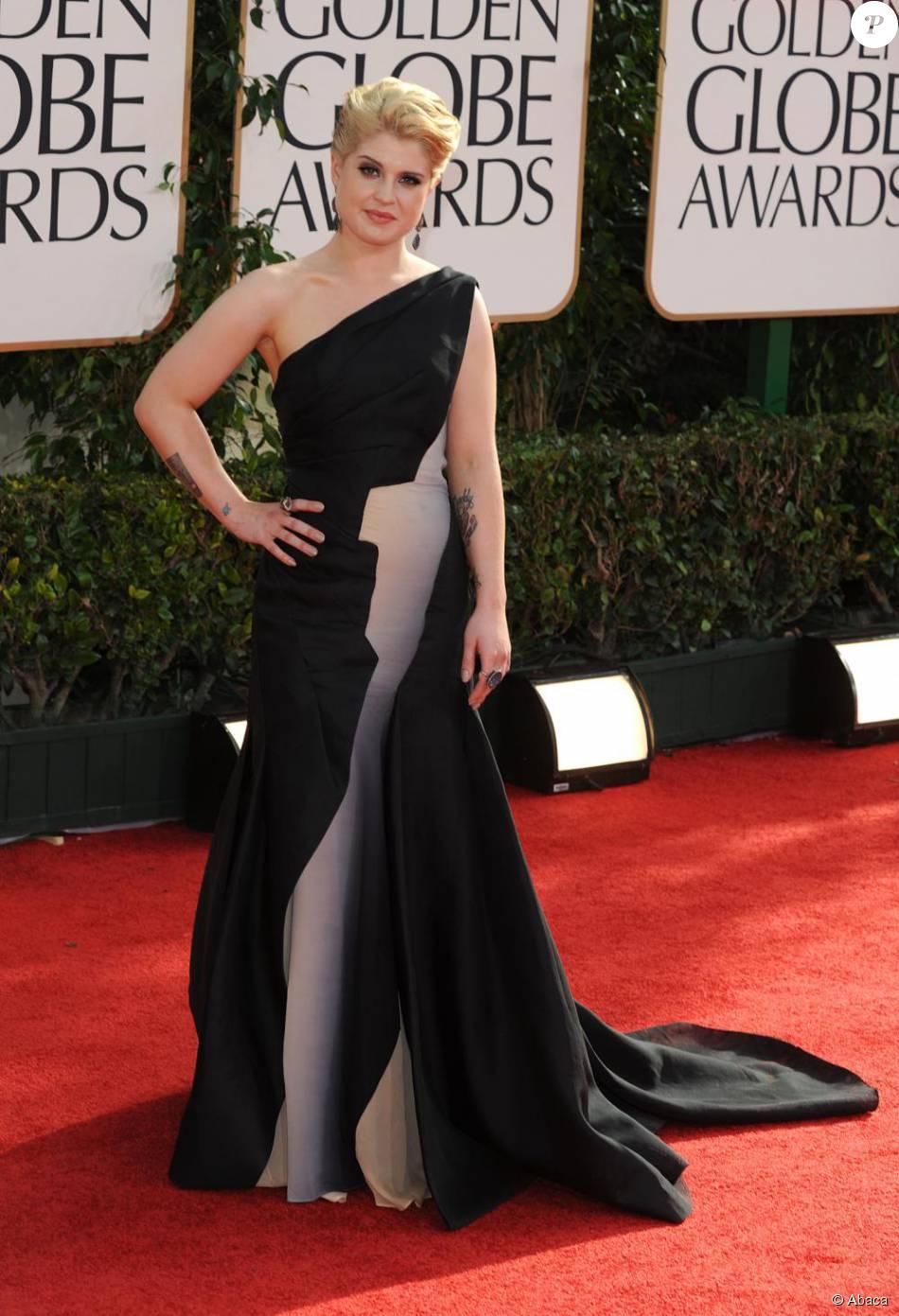 Kelly Osbourne dans sa robe Zac Posen lors des Golden Globes.