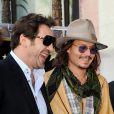 Javier Bardem soutient Penélope Cruz alors qu'elle reçoit son étoile sur le fameux Walk of Fame sur Hollywood  Boulevard, le 1er avril à Hollywood.