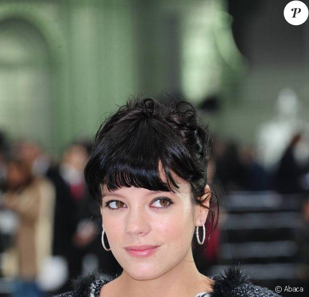 Lily Allen durant le défilé Chanel printemps-été 2011 au Grand Palais à Paris en octobre 2010