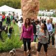 Cindy Crawford prend la pose lors du Propel Zero à 1000 Celebrity Dog Walking à Los Angeles le 2 avril 2011