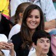 Kate Middleton, qui épousera le prince William le 29 avril 2011, a  progressivement affiné, au propre comme au figuré, sa silhouette au  cours des années. A Wimbledon en juin 2008.