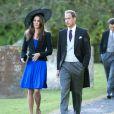 Kate Middleton, qui épousera le prince William le 29 avril 2011, a  progressivement affiné, au propre comme au figuré, sa silhouette au  cours des années. Au mariage d'Harry Mead et Rosie Bradford, en octobre 2010, à Cheltenham.