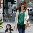 Alyson Hannigan emmène sa fillette pour une promenade à Brentwood (12 avril 2011)